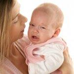 Новорожденный постоянно находится на руках